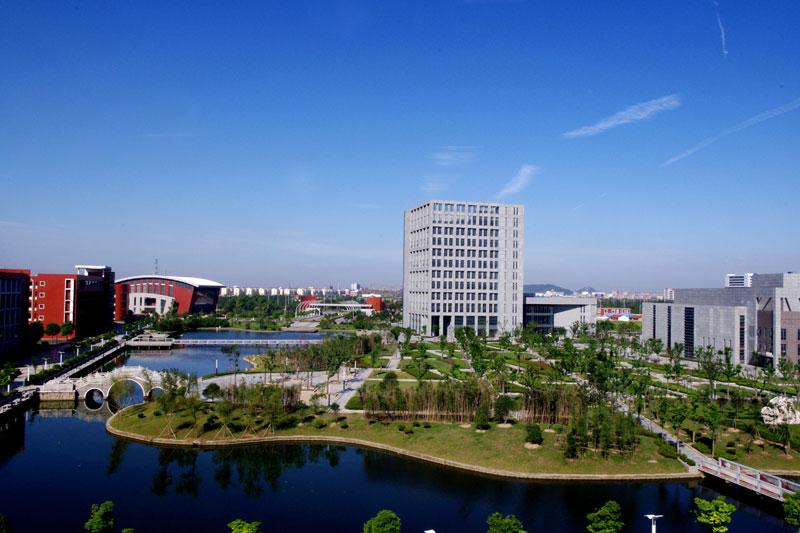 南通航运职业技术学院,坐落于风景秀丽的著名的教育之乡--江苏