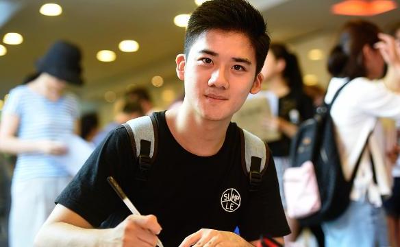 2017年上海戏剧学院新生开学上戏新生报到颜值爆表