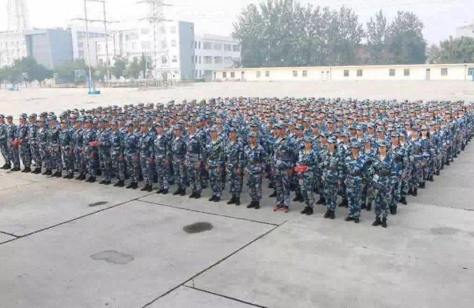 北京电影学院新生军训场面有多壮观